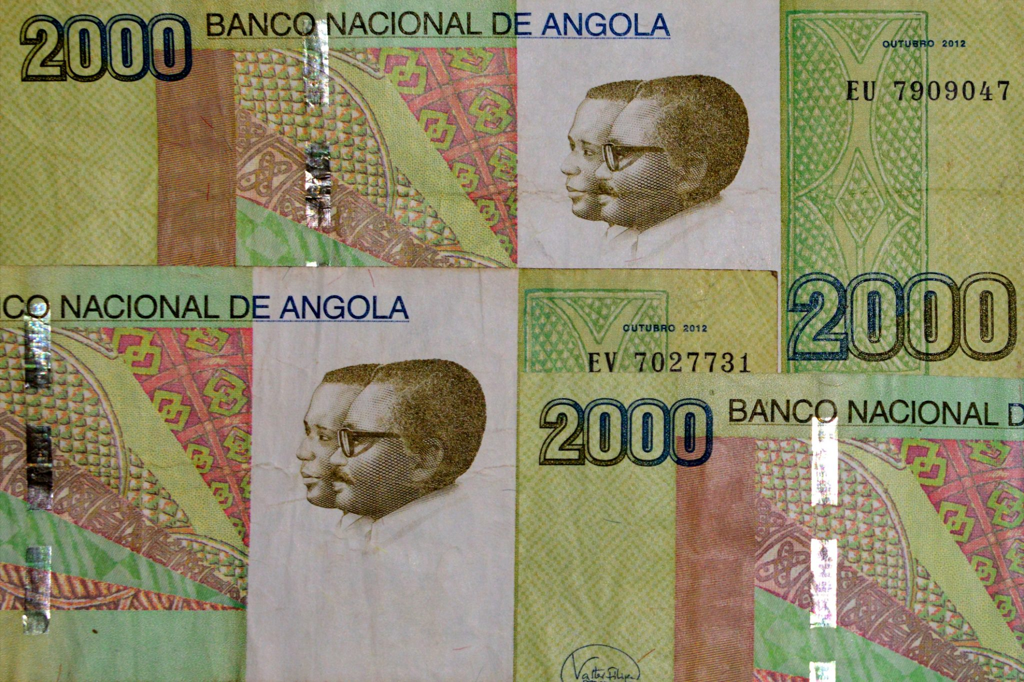 Kwanza The Currency Of Angola 2000 Kwanzas Bank Notes
